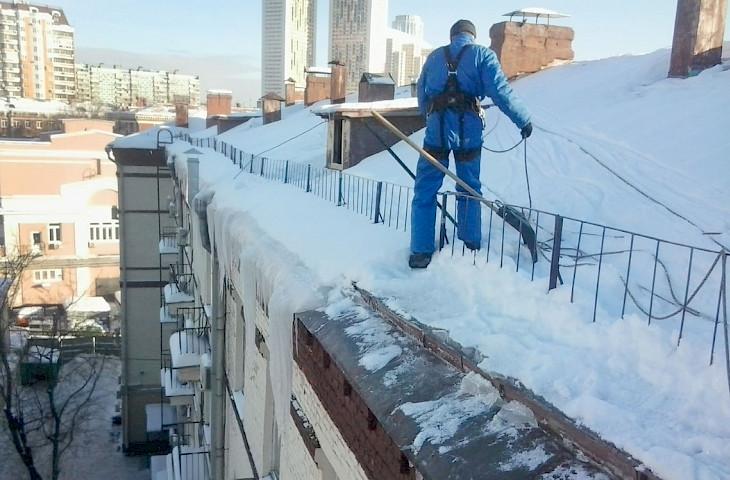 Уборка наледи с крыши цена