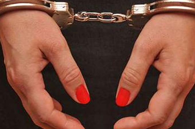 В Таразе задержали чиновницу за получение взятки